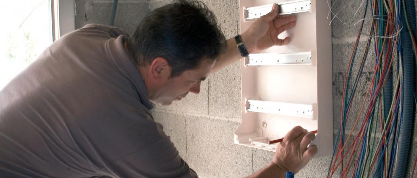 Жо и Вен България: Модулните табла Kaedra и Mini Kaedra на Schneider Electric са естетични, функционални и устойчиви